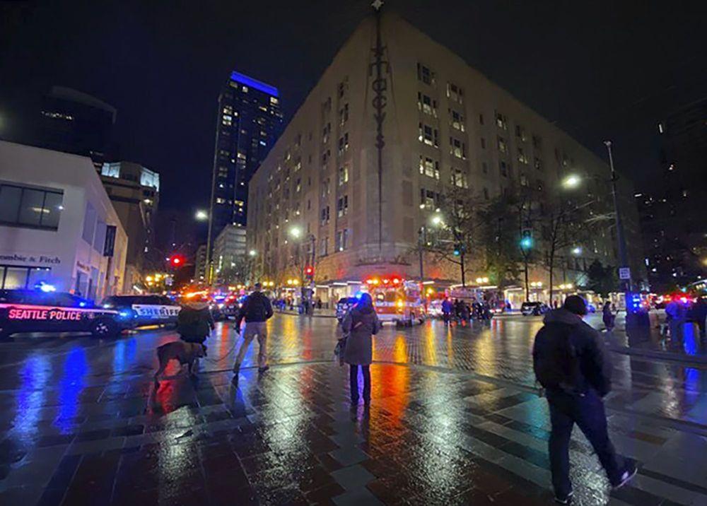 Insiden penembakan brutal kembali terjadi di Washington DC, Amerika Serikat (AS), Rabu (22/1/2020) waktu setempat. Satu orang tewas dan lima orang lainnya luka-luka dalam peristiwa di Seattle, salah satu kota di Washington DC. Tapi pelaku berhasil melarikan diri (Suzanne Asprea via AP)