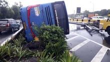 Sopir Bus Damri yang Terbalik di Tol Bandara Diduga Mengantuk