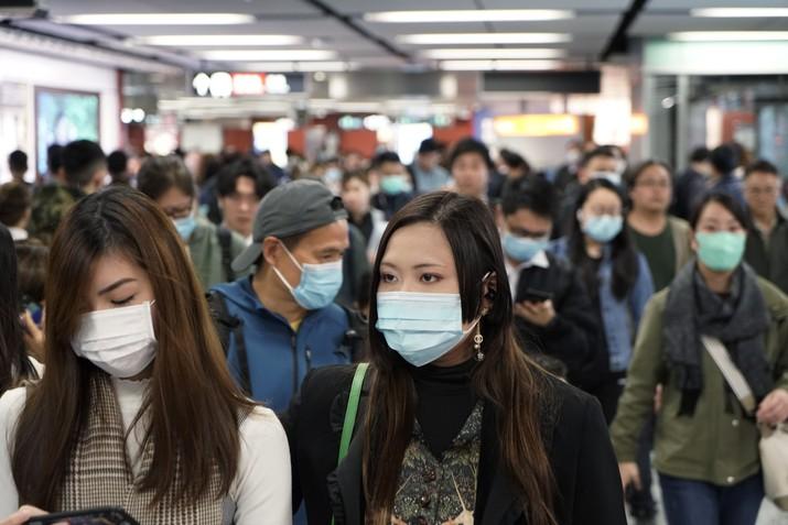 China sudah mengisolasi kota Wuhan yang memiliki jumlah penduduk sekitar 11 juta orang. Sejauh ini virus corona sudah menyebabkan 42 orang meninggal dunia