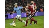 Gol pemain pengganti Sergio Aguero pada menit ke-73 memastikan Manchester City menang tipis 1-0 atas Sheffield United di Bramall Lane. (AP Photo/Rui Vieira)
