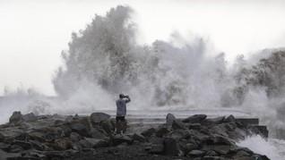 Badai Dennis Hantam Inggris, Dua Tewas Terseret ke Laut