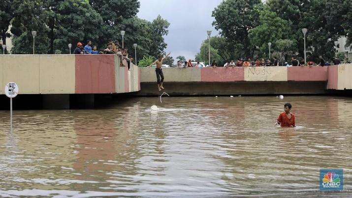 Gubernur DKI Jakarta Anies Baswedan menegaskan banjir di underpass Kemayoran, Jakarta Pusat, merupakan kewenangan pemerintah pusat