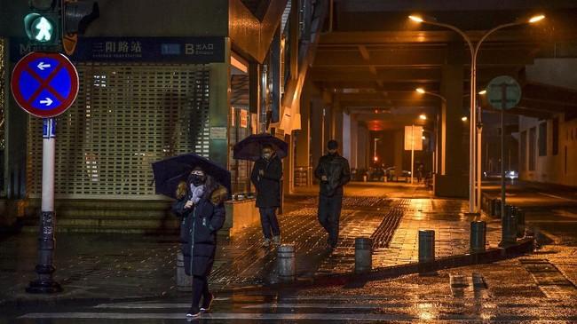 Sampai saat ini dilaporkan jumlah orang yang meninggal akibat terjangkit virus corona di Chinamencapai 25orang.(Photo by Hector RETAMAL / AFP)