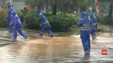 VIDEO: Hujan Deras, Pintu Monas Tergenang Air