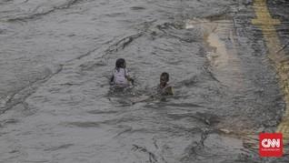 Hujan Deras, Banjir Rendam Kelapa Gading hingga Pulo Gadung