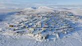 Foto menunjukkan wilayah komunitas kecil Toksook Bay, Alaska, Amerika Serikat. Area ini dibeli AS dari Rusia pada 1867. (Matt Hage/AP Images for U.S. Census Bureau)