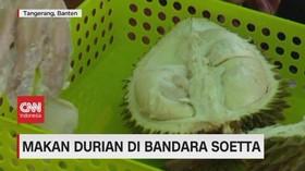 VIDEO: Makan Durian di Bandara Soetta