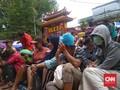 Warga Rela Menginap di Vihara Dharma Sakti Demi Angpau Imlek