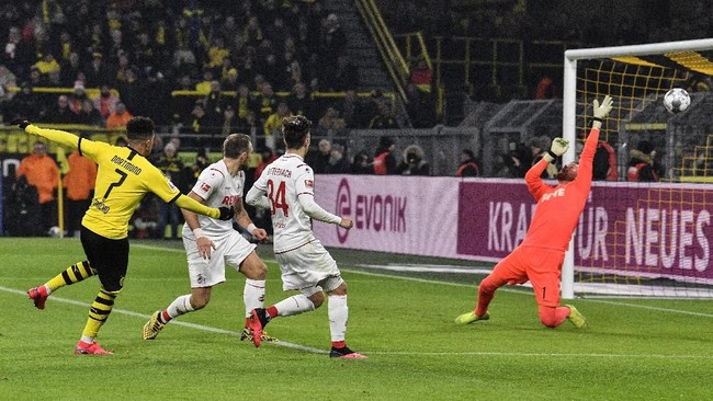 Winger asal Inggris, Jadon Sancho, ikut menyumbang satu gol di laga Borussia Dortmund vs FC Koln. (AP Photo/Martin Meissner)