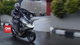 VIDEO: Tips Bersepeda Motor Saat Hujan