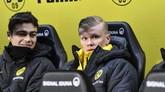 Erling Haaland memulai laga dari bangku cadangan dan baru diturunkan di menit ke-65 saat menghadapi FC Koln. (AP Photo/Martin Meissner)