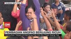 VIDEO: Ricuh, Anak-Anak & Pengemis Berebut Angpao Imlek