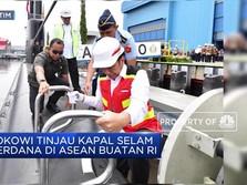 Jokowi Tinjau Kapal Selam Perdana di ASEAN Buatan RI