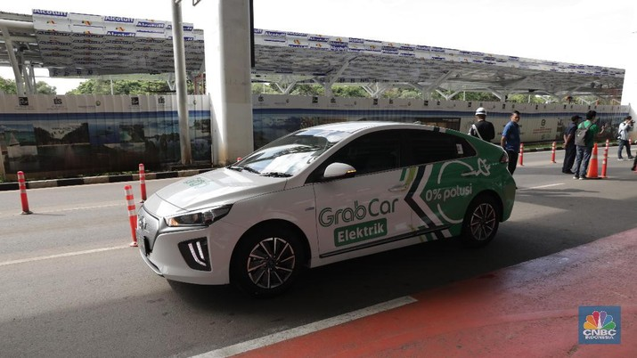 Menteri Perhubungan Budi Karya Sumadi menyatakan akan memesan 100 unit kendaraan listrik untuk digunakan oleh eselon I dan II sebagai kendaraan dinas.