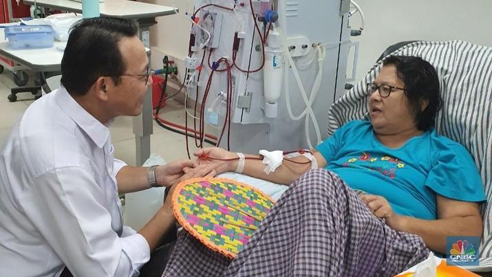 Direktur Utama BPJS Kesehatan, Fachmi Idris meninjau salah satu fasilitas kesehatan yang melayani peserta JKN-KIS yaitu RS Siloam Labuan Bajo.