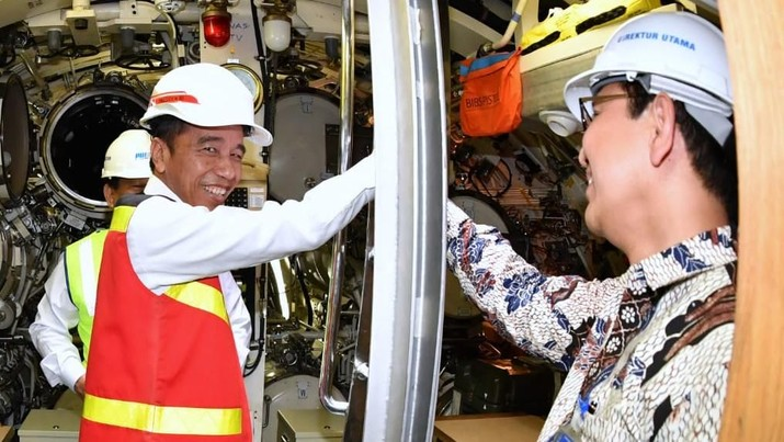 Presiden Jokowi Kunjungi Kapal Selam Buatan PT PAL, KRI Alugoro-405 (Laily Rachev - Biro Pers Sekretariat Presiden)