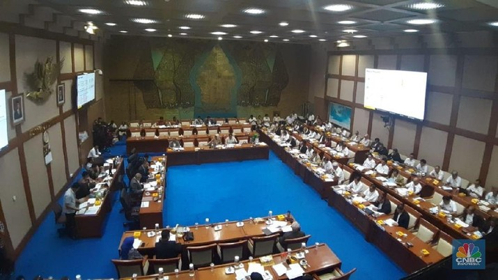 Rapat Dengar Pendapat (RDP) Komisi VII DPR RI dengan Kementerian Energi dan Sumber Daya Mineral (ESDM). (CNBC Indonesia/Anisatul Umah)