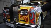 Rolls-Royce Phantom V limosinlansiran 1964 dipajang di MuseumRoyal BCdi Victoria, British Columbia pada Senin (27/1). (Chad Hipolito/The Canadian Press via AP)