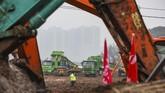 Sekitar100 pekerja telah dikerahkan pada tahap awal pembangunan rumah sakit.(STR/AFP)