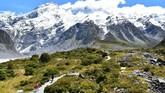 Pemandangan Hooker Valley Trackmenuju Hooker Glacierdi kaki Gunung Cook, gunung tertinggi di Selandia Baru. (Malcolm Foster via AP)