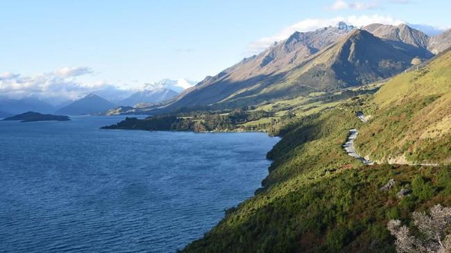 Bagian utara DanauWakatipu di Glenorchy,Selandia Baru, yang menjadi lokasi syuting serial televisiThe Lord of the Rings. (Malcolm Foster via AP)