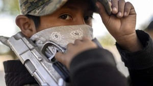 FOTO: Anak-anak Meksiko Angkat Senjata Lawan Geng Narkoba