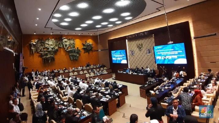 Di pertengahan rapat berlangsung diputuskan menjadi tertutup atas permintaan dari pihak parlemen dan Asabri.