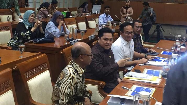 Anggota Komisi VI DPR Mufti Anam mengkritik kebijakan Menteri BUMN Erick Thohir.