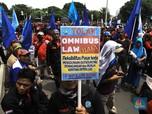 Buruh Demo di Depan Istana Tolak Omnibus Law 'Cilaka'!