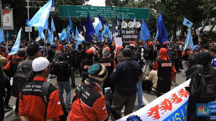 Pemerintah memang tidak melibatkan banyak pihak dalam membuat Rancangan Undang-Undang Ominbus Law Cipta Lapangan Kerja (Cilaka).