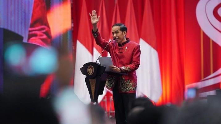 Bentuk persatuan dalam keragaman dalam perayaan tercermin melalui busana yang dikenakan oleh Presiden dan Ibu Negara