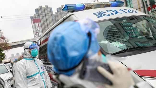 Komisi Kesehatan Nasional China mencatat kasus penyebaran virus corona mencapai 9.692 dan 213 orang tewas di China.(Photo by STR / AFP)