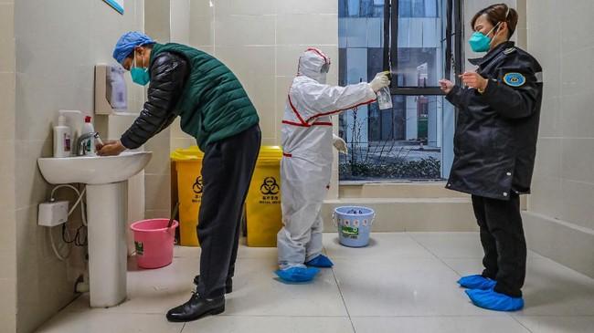 Melihat fakta tersebut, penyebaran virus corona berpotensi meningkat hingga 100 ribu kasus.(Photo by STR / AFP) / China OUT