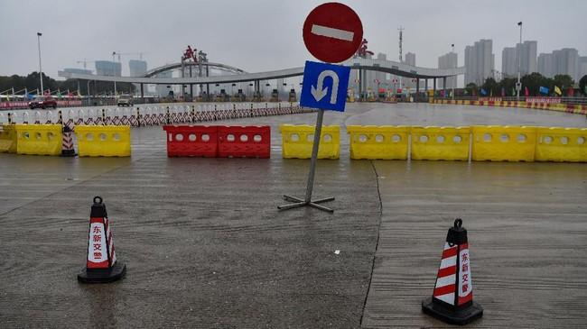 Hampir 60 juta orang terisoliasi di Wuhan dan kota-kota di Provinsi Hubei sebelum proses evakuasi dilakukan sejumlah negara atas warganya di kota tersebut. (AFP/Hector RETAMAL)