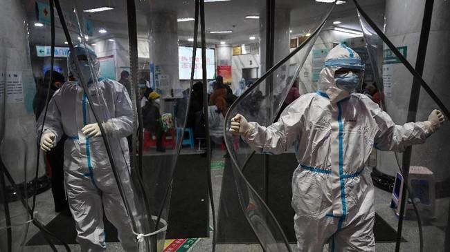 Untuk memfasilitasi pasien, China membangun dua rumah sakit khusus menangani pengidap virus corona di Wuhan.(Photo by Hector RETAMAL / AFP)