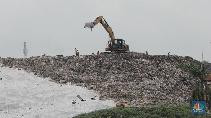 Redam Bau Tak Sedap, TPA Cipayung Kini Ditutupi oleh Plastik