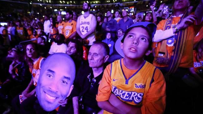 Kobe Bryant punya tempat istimewa di hati suporter LA Lakers setelah 20 tahun menghabiskan karier di sana.(AP Photo/Ringo H.W. Chiu)
