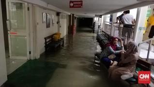 Lorong Rumah Sakit Islam Surabaya Sempat Diterjang Banjir