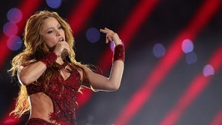 Shakira Main Lidah di Super Bowl 2020, Netizen Gagal Fokus