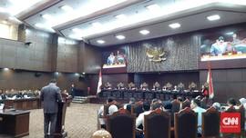 Saor Kritik Hakim MK Abaikan Arteria Dahlan Main HP di Sidang