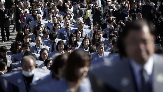 Mamemaki adalah upacara pelemparan kacang, ritual yang dilakukan setiap tahun untuk menandai awal musim semi di kalender lunar. (AP Photo/Eugene Hoshiko)