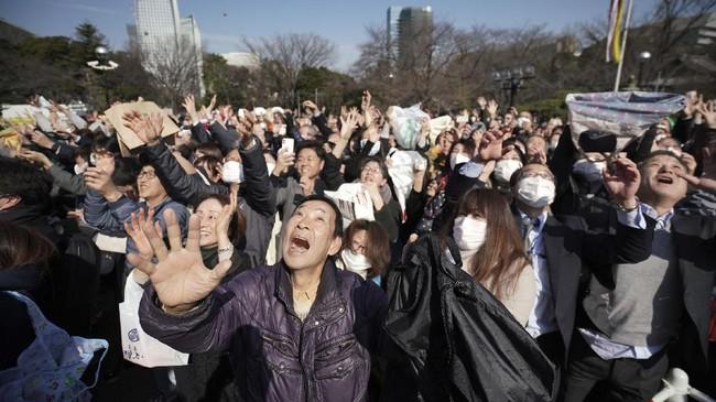 Tak dapat dipungkiri, Mamemaki merupakan adaptasi dari budaya Chona. Ia berkembang saat masa pemerintahan Muromachi. (AP Photo/Eugene Hoshiko)
