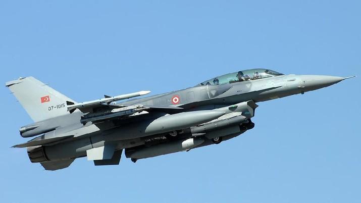 Pesawat Jet Tempur f-16 milik Turki menyerang target pasukan di Suriah. Serangan itu membuat 30 orang tentara Suriah tewas.