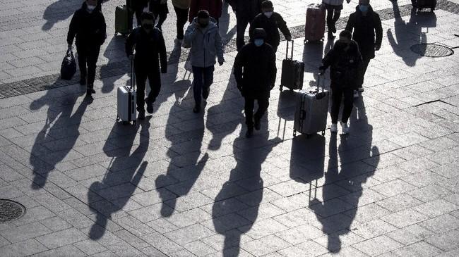 Selain sektor pariwisata, manufaktur China juga ikut terkena dampak Virus Corona.(Photo by NOEL CELIS / AFP)