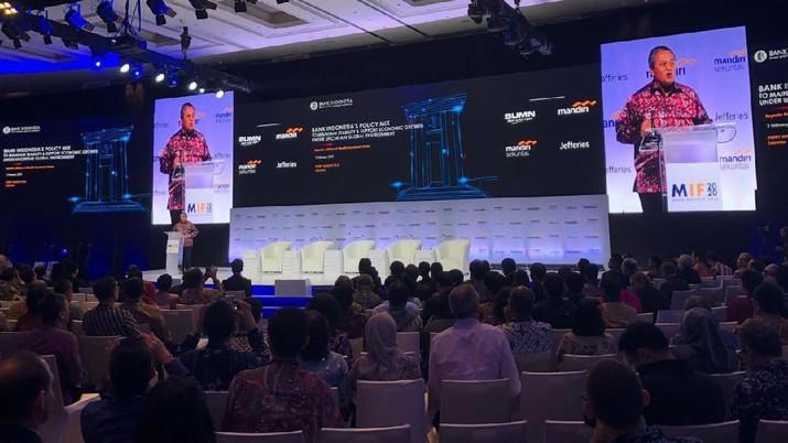 Gubernur Bank Indonesia Perry Warjiyo berharap tahun ini semua transaksi pembayaran Pajak Kendaraan Bermotor (PKB) bisa dilakukan secara online.