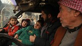 Pertempuran itu membuat sekitar 50 ribu warga sipil di Idlib terpaksa mengungsi. (AAREF WATAD/AFP)
