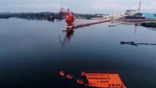 Warga Bentangkan Spanduk Protes PLTU Saat Jokowi ke Bengkulu