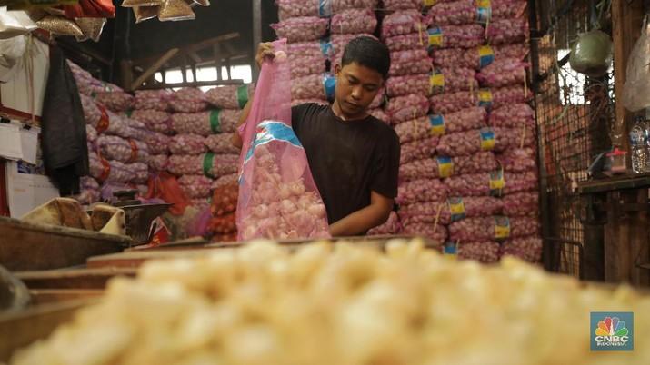 Gegara Virus Corona, Bawang Putih Meroket Naik. (CNBC Indonesia/Tri Susilo)