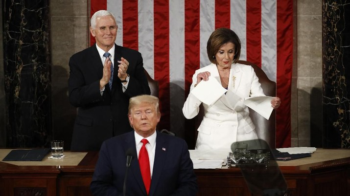 Gaya Trump-DPR AS Berantem, Tolak Salaman hingga Robek Pidato