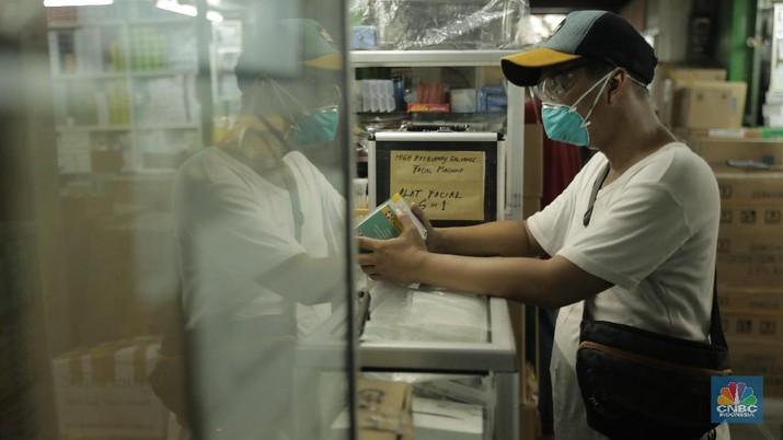 Pabrik tekstil kini mulai memproduksi masker non medis yang bisa dicuci ulang.